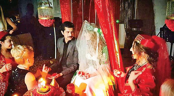 Boşanma yıldönümünde evleniyor