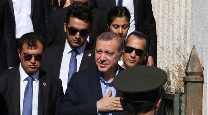Erdoğan'ın korumaları, milletvekili dövdü