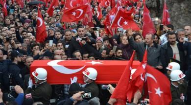 Trabzonlu şehidi 10 binler uğurladı