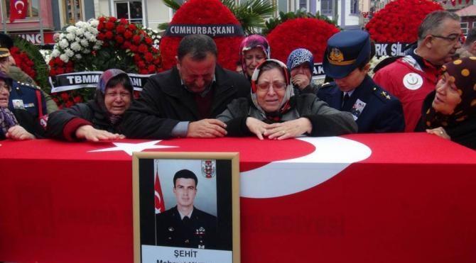 Şehit Astsubay Kutlu Bandırma'da 20 bin kişi son yolculuğuna uğurladı