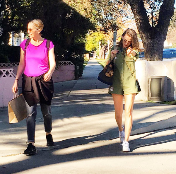 Foto: Sosyal medya - Serenay Sarıkaya ve annesi Amerika'da