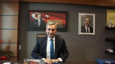 Atatürk portresinin önünde konuştu