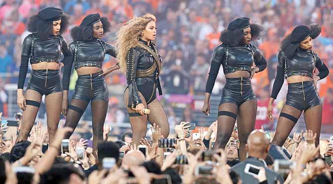 Beyonce ve dansçıları