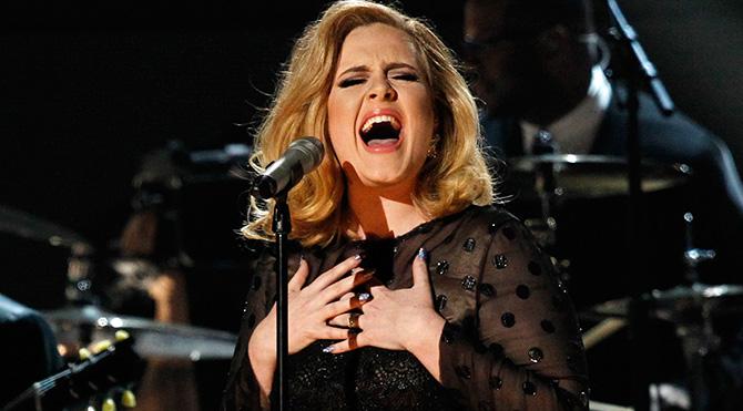 Twitter'ın en çok takip edilen kadını Adele