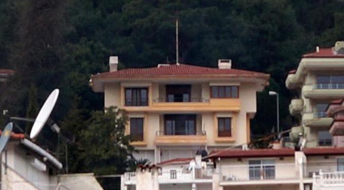 Eski cumhurbaşkanlarından Kenan Evren`in Muğla`nın Marmaris`te uzun süre yaşadığı ve 2007`den beri satışta olan `Beyazev` isimli villa nihayet satıldı.