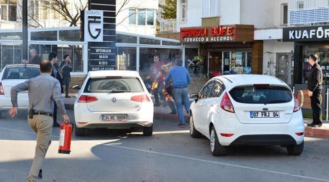 Antalya'da Muratpaşa Belediyesi önünde üzerine benzin dökerek kendisini ateşe veren 32 yaşındaki Ulaş Akın, tedavi gördüğü hastanede yaşamını yitirdi.