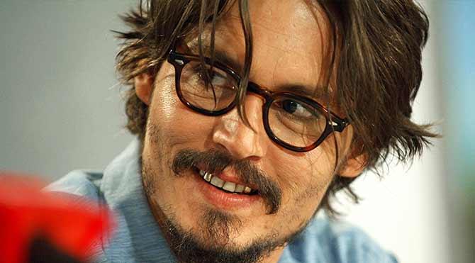 Johhny Depp 'Görünmez Adam' oluyor
