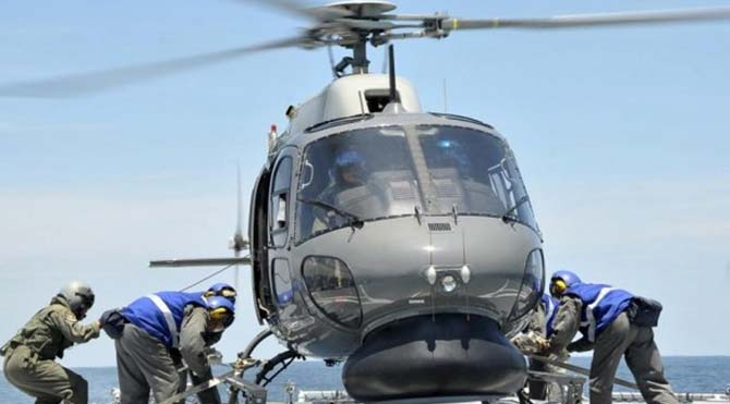 Yunan Deniz Kuvvetleri'ne ait helikopter düştü: 3 ölü