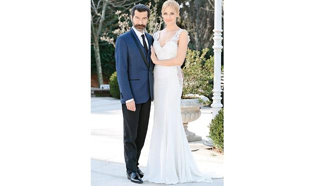 Aziz (Uğur Polat) ve Selin (Meryem Uzerli) bu haftaki bölümde nikah masasına oturuyor.