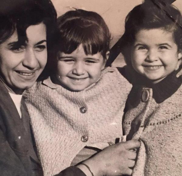 Foto: Sosyal Medya - Demet Akbağ takipçilerini çocukluk yıllarına götürdü.