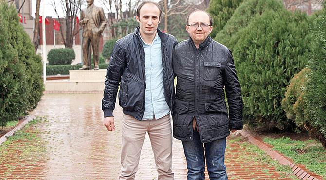 32 yaşındaki Recep Aygün ve 39 yaşındaki Halil Yalnız, böbrek yetmezliği nedeniyle sağlığını kaybeden eşlerine bir an olsun düşünmeden böbreklerini verdiler.