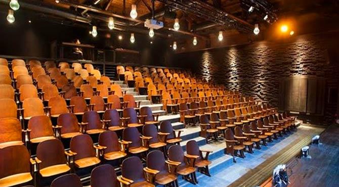 Asırlık tiyatro salonu yenilendi