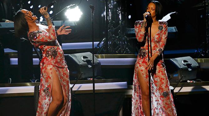 Dekolte Rihanna'dan sorulur
