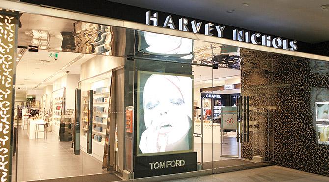 Bülent Ersoy, gece yarısı açtırdığı dünyaca ünlü lüks mağazadan 50 bin liralık kozmetik alışverişi yaptı.