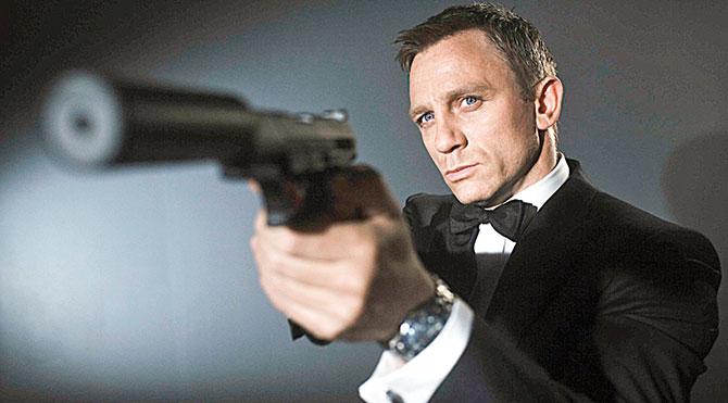 Bond istifa etti