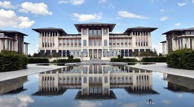 """Cumhurbaşkanlığı Sarayı'nda """"uygunsuz ilişki"""" iddiası"""