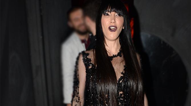 Hande Yener sahne kostümüyle ilgili farklı bir benzetme yaptı