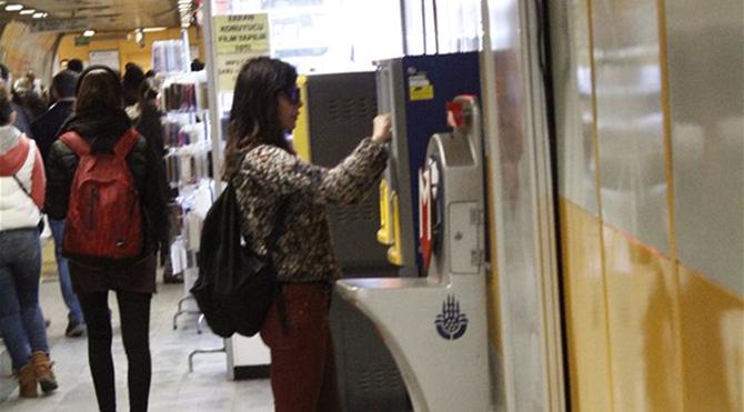 Hande Ataizi tercihini metrodan yana kullandı
