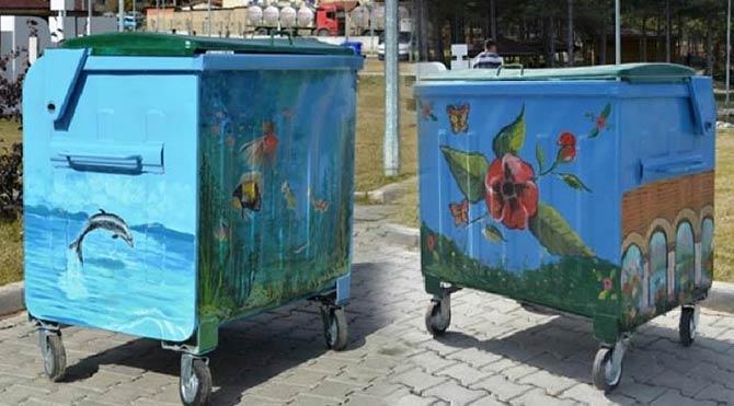 Gediz'de çöp konteynerleri tuval oldu