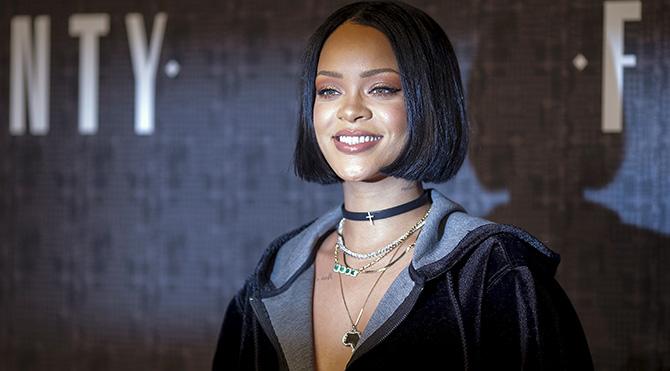 Rihanna koleksiyon tanıtımını yaptı