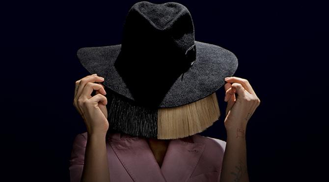 Sia ilk kez peruksuz