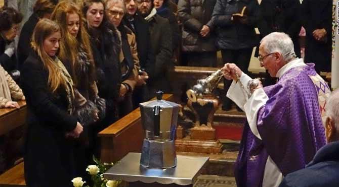 Kahve kralının küllerini kahve makinesine koydular