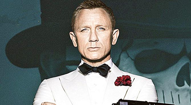 Bond'un eşyaları hayır için satılıyor