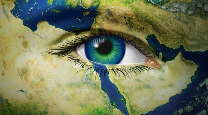 """Uranüs; isyan, kuralları hiçe sayma, devrim, bağımsızlık, özgürlük, yüksek teknoloji demektir. 2010 senesinde Uranüs'ün Koç burcuna geçmesi, Koç enerjisi ile birleşmesiyle """"Arap Baharı"""" başladı."""