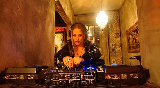 90'larda albüm çıkarmak modaydı, 2000'lerde DJ olmak