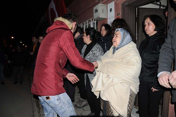 Şehit sivil memurun ana ocağında saygı duruşu