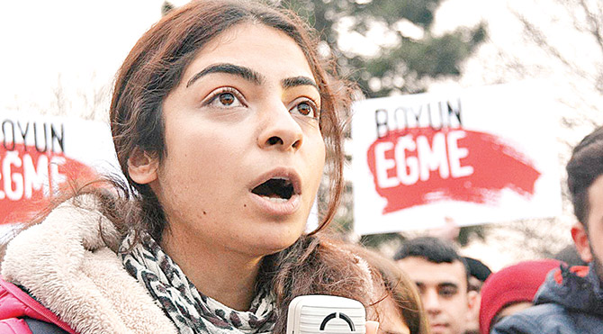 """TGB İl Başkan Yardımcısı Ela Özsoy, """"Kadını obje olarak gören çürümüş zihniyetten hesap soracağız"""" diyerek tepkilerini dile getirdi."""