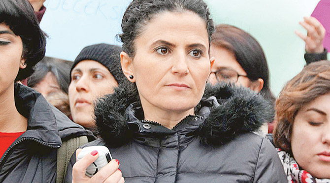 """Kadın Dayanışma Derneği Yönetim Kurulu üyesi Feride Daşkın, """"Artık sabrımız kalmadı. Kadınlar artık susmayacak"""" diye konuştu."""