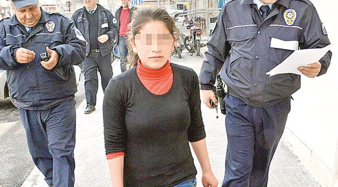 Aile şiddetinden kaçıp yalın ayak polise sığındı