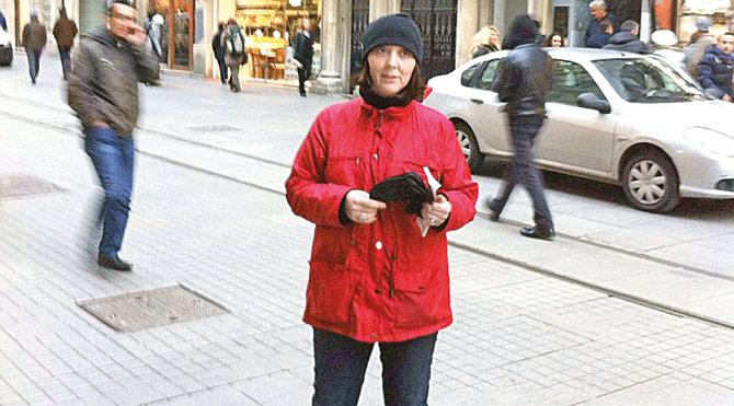 Rahatsızlığı nedeniyle işinden olan Hülya Karaman başlattığı imza kampanyasıyla benzer durumdaki mağdur çalışanların sesi olmayı hedeflediğini söyledi.