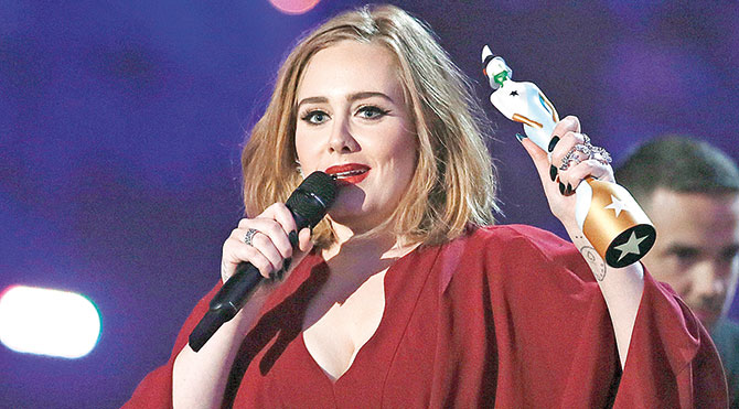 Adele 'En İyi İngiliz Albüm', 'En İyi Kadın Solist', 'En İyi Single' ve 'BRITs Küresel Başarı' ödüllerinin sahibi oldu.