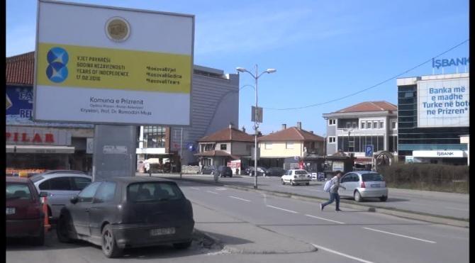Türkçenin resmi dil olduğu Kosova`da, bağımsızlığın 8. yılında Türkçe kullanılmamasına büyük tepki