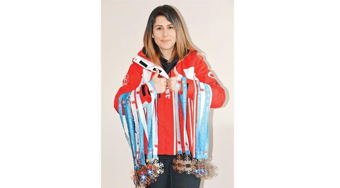 Türkiye ve Avrupa'da birçok uluslararası yarışmaya katılarak derece alan ve topladığı 56.40 puanla Snowboard World Cup yarışmasına katılan Elif, tarih yazdı.