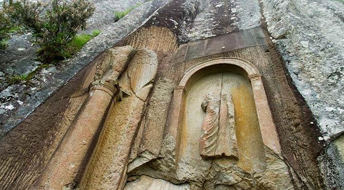 """2 bin yıllık anıta """"Zalım"""" yazdı"""