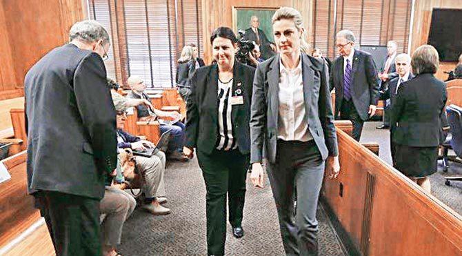 Mahkeme jürisi, kişilik hakları ve özel hayatı saldırıya uğrayan Erin Andrews'a tam 55 milyon dolar tazminat ödenmesine karar verdi.