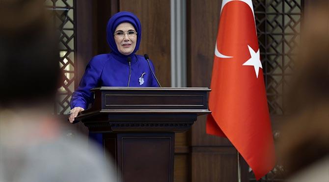 Muazzez İlmiye Çığ'dan Emine Erdoğan'a tarih dersi!