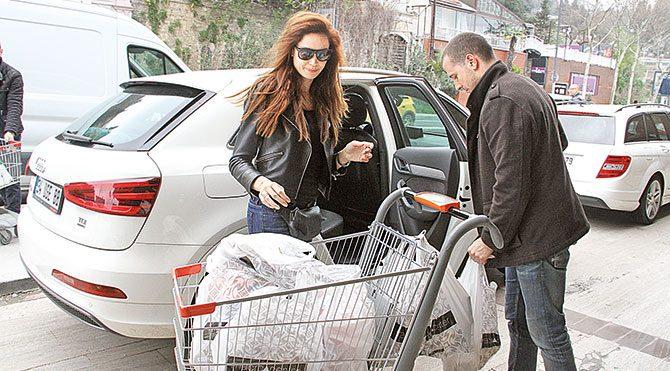 Sevgiliyle market alışverişi