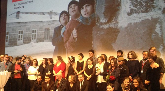 Festivalin 4 Mart akşamı gerçekleştirilen açılış seremonisinde Kadir İnanır sahneye çıktı.
