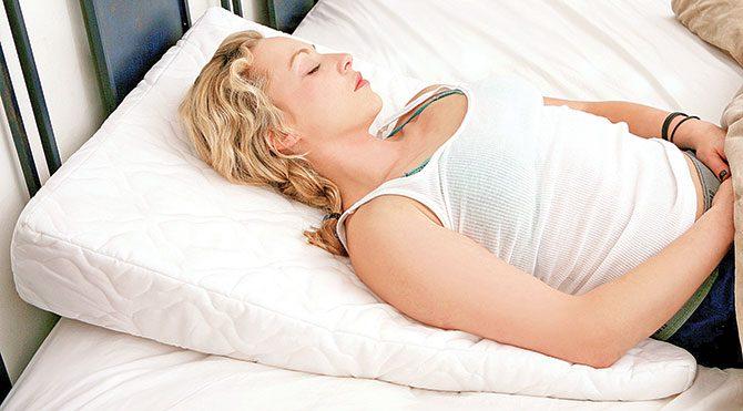 Her insan rahat bir uyku çekmek için farklı ihtiyaçlara gereksinim duyar. Kimi zifiri karanlıkta uyumayı tercih ederken kimi de müzik dinlemeden uykuya dalamaz. Ama herkesin tek ortak noktası konforlu bir yatak. Eğer siz de deliksiz bir uyku için yatak satın almayı düşünenlerdenseniz işte size birkaç ipucu…