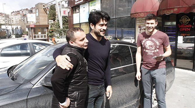 Burak Özçivit'in erkek hayranları