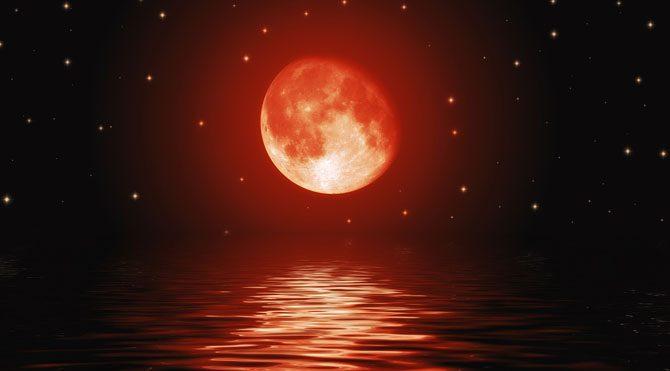 İlk etapta kulağa çok korkunç gibi gelse de aslında tutulmanın kanlı olmasının temel sebebi Güneş ışınlarının atmosferden geçerken dalga boylarına göre renk değiştirmesi.