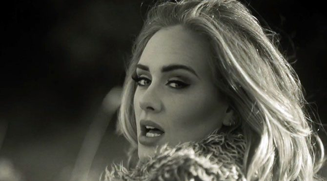 Adele hacklendi, özel fotoğrafları yayınlandı