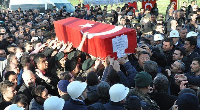 İmam baba şehit polis oğlunun cenaze namazını kıldırdı