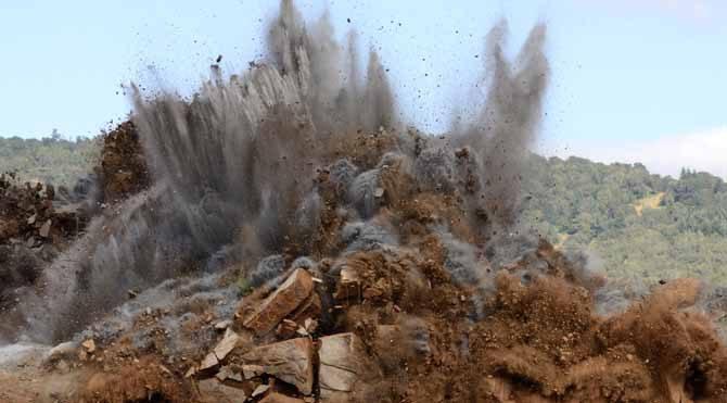 Özellikle 5-9 Nisan Koç yeni ayı Türkiye haritasında Şiron'un tam üstüne düşmekte… Askeri bir durum, patlama, büyük bir kaza, mühimmat depoları-cephaneliklerle ilgili bir durum, ateşli silahlı büyük bir saldırı, emniyet güçlerine saldırı gibi olaylar vuku bulabilir.