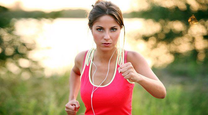 Spor yaparken müzik dinlenmeli mi?