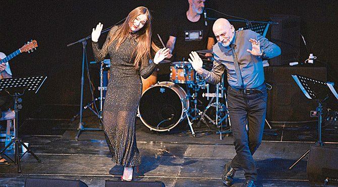 Sanatçılardan aşk şarkılı özel performans